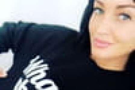 (PHOTOS) Déçue par la taille de ses fesses, Aurélie Dotremont retourne en Tunisie et corrige un autre complexe !