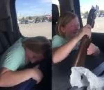 Une enfant reçoit une arme à feu et pleure de joie (Etats-Unis)