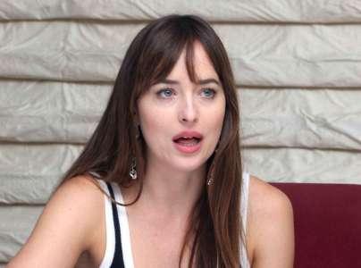 Dakota Johnson enceinte de Chris Martin ? Elle dit TOUT !