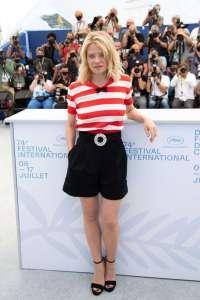 Festival de Cannes : Melanie Thierry a dégainé une robe transparente... et on a tout vu !
