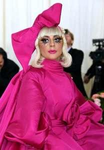 Lady Gaga officialise avec son nouveau mec... et ce n'est pas Bradley Cooper !