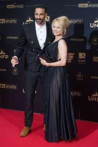 Pamela Anderson pose avec son nouveau mari pendant qu'Adil Rami galère en Turquie...
