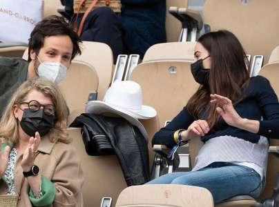 Vianney bientôt papa : sa femme Catherine Robert dévoile son ventre arrondi à Roland Garros