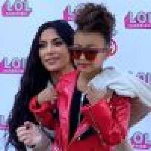 Kim Kardashian très fière de montrer North, 5 ans, maquillée avec du orange