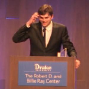 Ashton Kutcher : Emu aux larmes, il rend hommage à Mila Kunis et leurs enfants