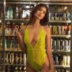 Emily Ratajkowski : La bombe fait ses courses en lingerie