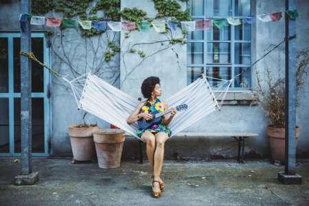 Mariama dévoile le son pop urbain Raindrops sur son nouvel album
