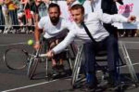 Emmanuel Macron joue au tennis en fauteuil roulant, son coach le compare à Djokovic
