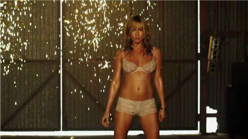 Jennifer Aniston dévoile les coulisses de son strip-tease pour Les Miller, une famille en herbe