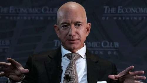 """Pétition : pour que Jeff Bezos, """"tyran maléfique"""", RESTE dans l'espace"""