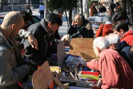 Cacophonie sur la participation des libraires aux marchés en extérieur