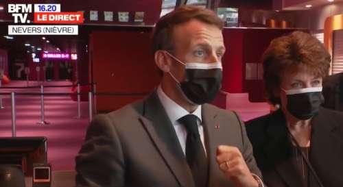 """Macron annonce un projet parlementaire pour """"un prix unique de tous les livres"""""""