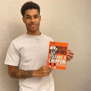 Le footballeur Marcus Rashford aide les enfants défavorisés à lire