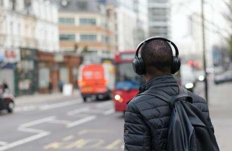 Engouement pour l'audiolivre : des passionnés anciens, plus que des confinés