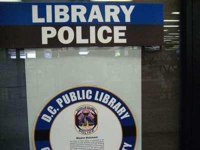 Aux États-Unis, réduire la place de la police dans les bibliothèques