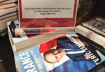 L'idée : vendre le livre de Zemmour, reverser l'argent en aide aux réfugiés