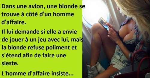 Blague drôle, dans un avion, un homme d'affaire invite une blonde à jouer un petit jeu