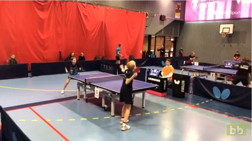 Échange hallucinant au tennis de table entre deux enfants