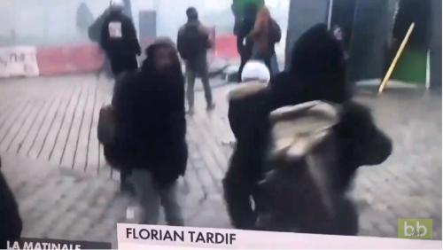 Un manifestant se met KO tout seul en voulant renvoyer une lacrymo à Paris