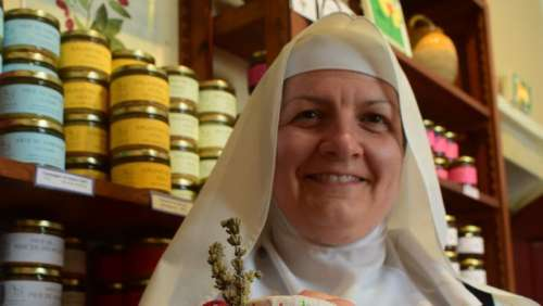 Le buzz surprenant des sœurs de l'abbaye de Boulaur sur Facebook