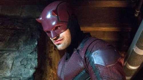 La star de DAREDEVIL, Charlie Cox, joue le timide lorsqu'on l'interroge sur ces grosses rumeurs de SPIDER-MAN: NO WAY HOME