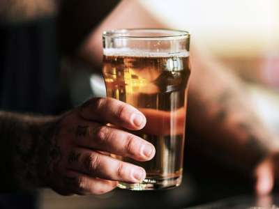 Medical News Today: How does alcohol affect Crohn's disease?
