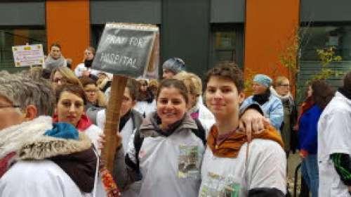 Annecy : le personnel de l'hôpital dans la rue