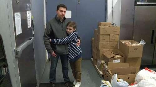 Un garçon de 9 ans utilise toutes ses économies pour acheter des fournitures pour un refuge pour sans-abri