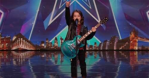 Un enfant nerveux de 10 ans quitte la scène lors d'une audition – il revient et la foule est en délire