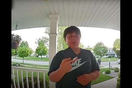 Un enfant de 11 ans trouve un portefeuille plein d'argent et le rend bien que sa famille n'ait rien