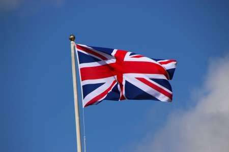 Le Royaume-Uni s'intéresse aussi au duopole d'Apple et Google