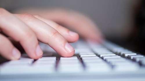 Un Californien a volé des milliers d'identifiants iCloud à la recherche de « nudes »