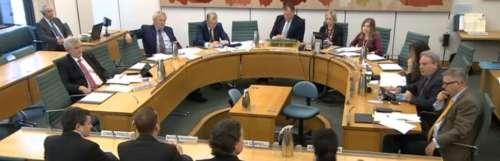 Vaches à loot - Évasifs sur les questions d'addiction, Electronic Arts et Epic Games se font secouer par le parlement britannique