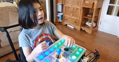 Grâce à l'ingéniosité de son père, une jeune fille handicapée peut désormais jouer aux jeux vidéo