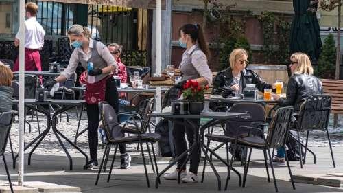 Covid-19 : fréquenter les bars et les restaurants augmente le risque de contracter le virus