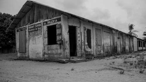 Plus de 300 élèves sont portés disparus au Nigéria suite à une attaque dans leur école