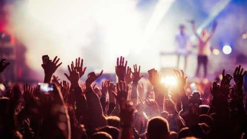 20 000 personnes non masquées rassemblées pour un concert en Nouvelle-Zélande