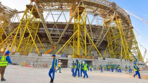 6 500 travailleurs étrangers sont morts sur les chantiers de la Coupe du monde au Qatar