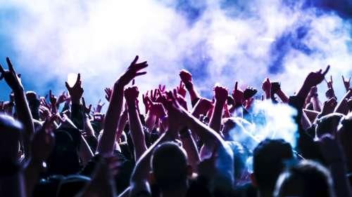 Des concerts tests sont prévus à Marseille et Paris