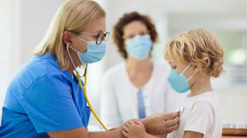 Covid-19 : une étude révèle pourquoi les enfants sont protégés des formes graves de la maladie