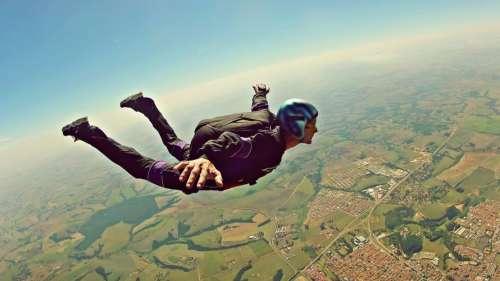 Le saviez-vous ? Un parachutiste a filmé sa propre mort en oubliant son parachute avant de sauter