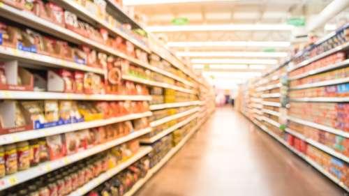 Faux produits bio, thon avarié… Foodwatch s'attaque à la fraude alimentaire dans son nouveau livre