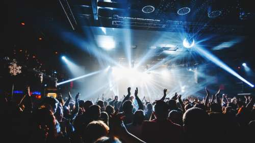 Un concert avec 50 000 spectateurs sans masque organisé en Nouvelle-Zélande