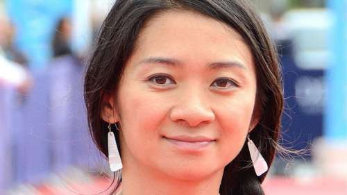Chloé Zhao, première femme non blanche de l'Histoire à gagner l'Oscar de la meilleure réalisatrice