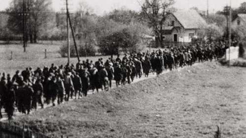 Les nazis ont tué des milliers de personnes en les forçant à marcher jusqu'à la mort