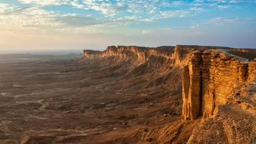 Ces sculptures géantes de chameaux dans le nord de l'Arabie remontent à l'âge de pierre