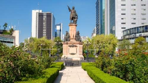 Une statue de Christophe Colomb à Mexico bientôt remplacée par celle d'une femme indigène