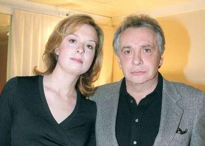 Cynthia, la fille de Michel Sardou, a demandé le divorce par mail : son ex-mari a trouvé ça