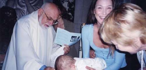 Carla Bruni-Sarkozy : sa mère partage une photo privée du baptême de Giulia