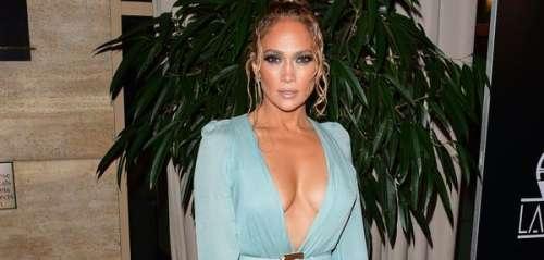Jennifer Lopez opte pour un décolleté vertigineux pour recevoir un prix prestigieux